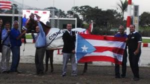 Equipo de Don Carlos R. (PUR) celebrando en Venezuela Foto Cortesia de Erick Pignoloni