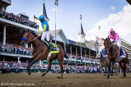American Pharoah (USA) ganando el Kentucky Derby Foto Cortesia de Alex Evers