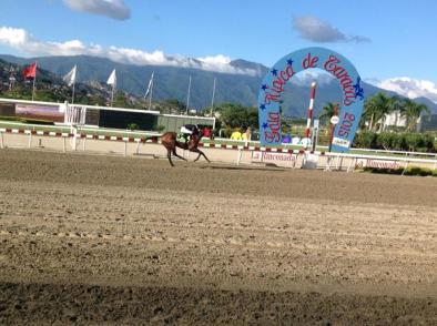 Jorge Zeta (VEN) ganando el Propietarios de La Rinconada Foto Cortesía de Hernan Viloria