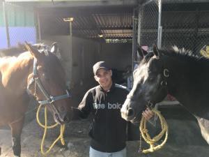 Deland (USA) a la izquierda y Saint Jordi (PUR) a la dercha de su entrenador Edwin Díaz Jr. Foto Cortesía de Luis Del Valle