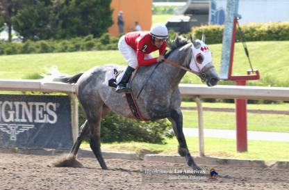 Increible (MEX) ganando la segunda clasificatoria rumbo al Caribe. Foto Cortesía de Miguel Angel Espinoza